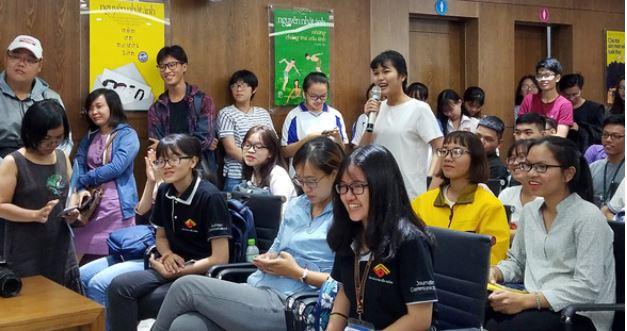 Bạn đọc đặt câu hỏi với nhà văn Nguyễn Nhật Ánh tại buổi ra mắt sách cảm ơn người lớn